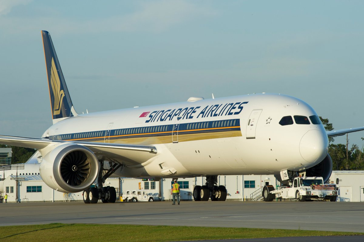 Singapore Airlines Boeing 787-10 - Airliners.net