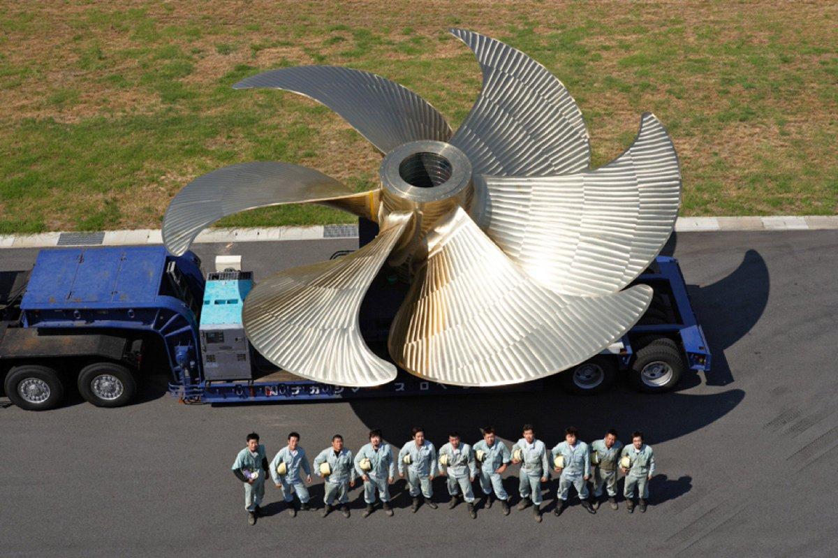 炭素繊維のプロペラを使った大型スクリューでタンカーの燃費が9%改善するそうです。 nikkei.co…