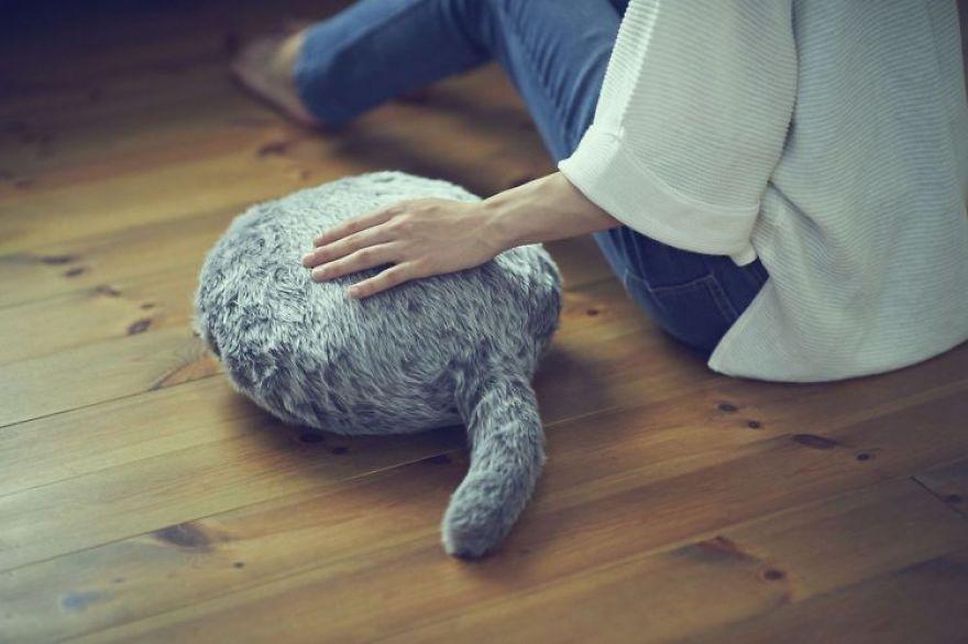 撫でる → 反応する → 癒される。本物のしっぽを研究し、その動きを再現するプログラムを構築した、心…