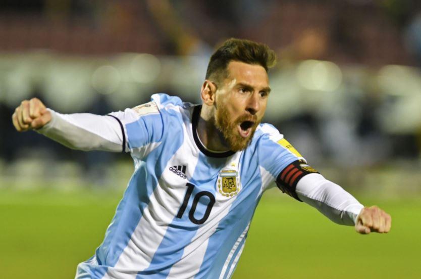 [#QualifCDM2018🌎] Triplé de Messi avec l'Argentine qui gagne actuellement 1-3 face à l'Equateur... QUEL JOUEUR ! ⚽️⚽️⚽️  🔥🔥🔥