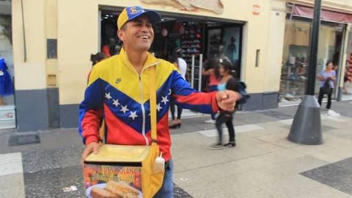 Si ven a algún venezolano vendiendo arepas o tizana, Cómprale, se agradecido CARAJO.