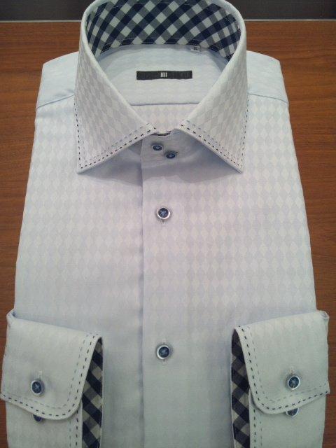 これは完全に偏見ですが、襟と袖の内側だけチェック柄または襟が2重になったYシャツを着ているサラリーマ…