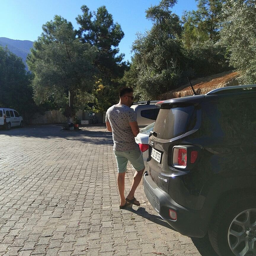 Off the road #rma #offtheroad #offtheroads #jeep #renegade #jeeprenegade #edm #birkenstock #superdry #rolex #edmtour #edmdj #edmspecial #in<br>http://pic.twitter.com/6EKcmxDVQY