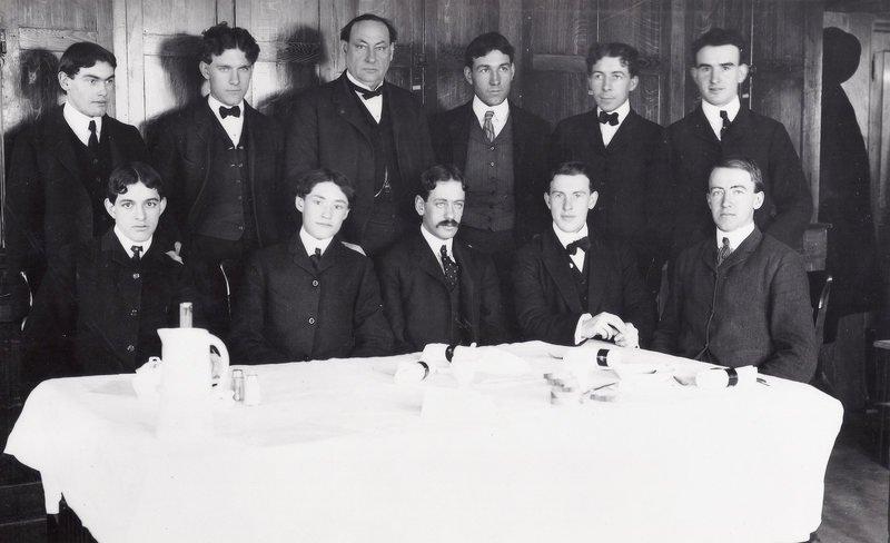 Hơn 100 năm trước, người Mỹ thực hiện an toàn thực phẩm thế nào? - H8