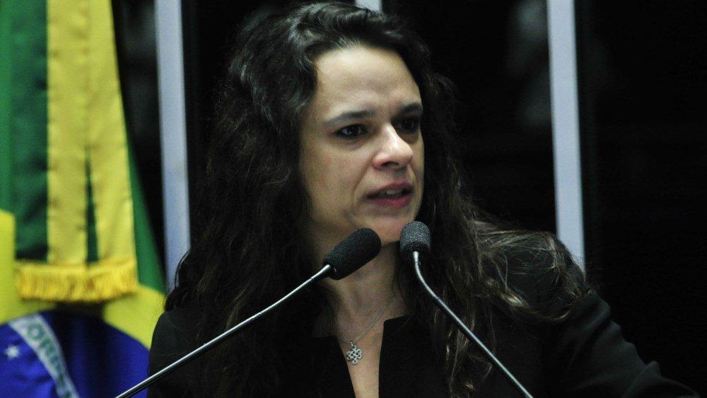Reprovada, autora do impeachment vê perseguição na USP https://t.co/roOA8aRfiy