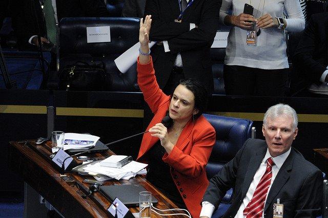Reprovada, autora do impeachment de Dilma vê perseguição na USP https://t.co/gnWcp5DGXC