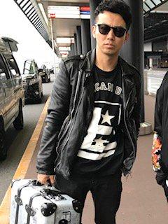 今日、綾部さんを成田空港まで見送りにいきました。ついにアメリカです。綾部さんのTシャツには、『AME…