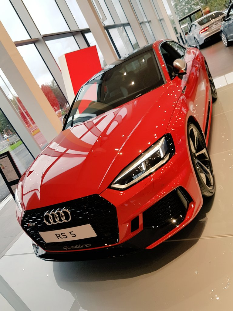 Great few days spent at @JardineAudi #Oldham. Really impressive facility.Some lovely cars on display in the showroom. My fav&#39;s #RS5 #TTS #R8<br>http://pic.twitter.com/LI5NpTBcEl