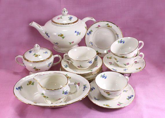 https:// buff.ly/2y9cjTT  &nbsp;   Pope Gosser 16 Piece Tea Set, from 1940s #tabletop #treasures  #gift  #teatime #teahour #tealovers #wiseshopper<br>http://pic.twitter.com/Ejj2EXlZb7