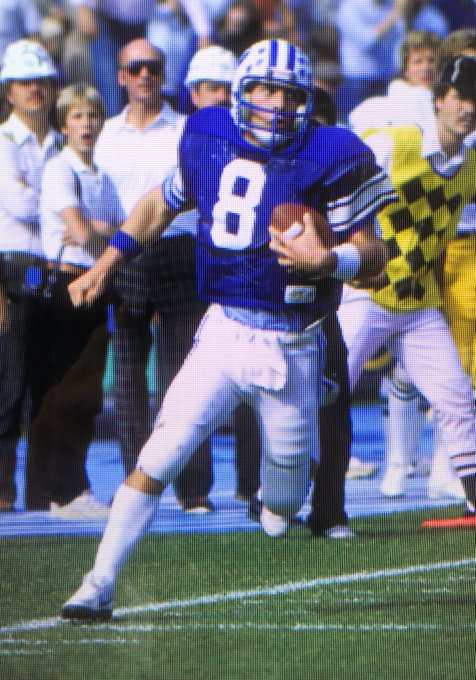 Cougars! We want to wish a very happy birthday to great, and Hall of Fame quarterback Steve Young!