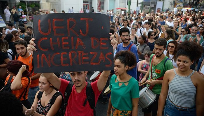 Crise na Uerj afeta principalmente estudantes de baixa renda https://t.co/TsgBEAjkjI