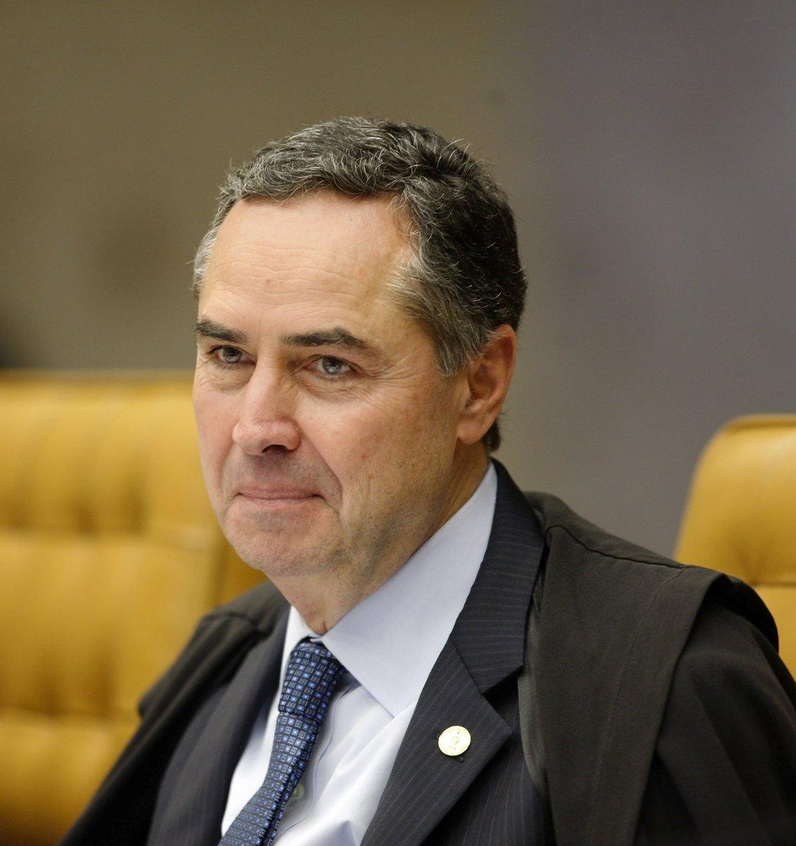'Não permitir ação cautelar é dizer que o crime é permitido', diz Barroso sobre afastamento de parlamentares. https://t.co/ONTJg5pmYj