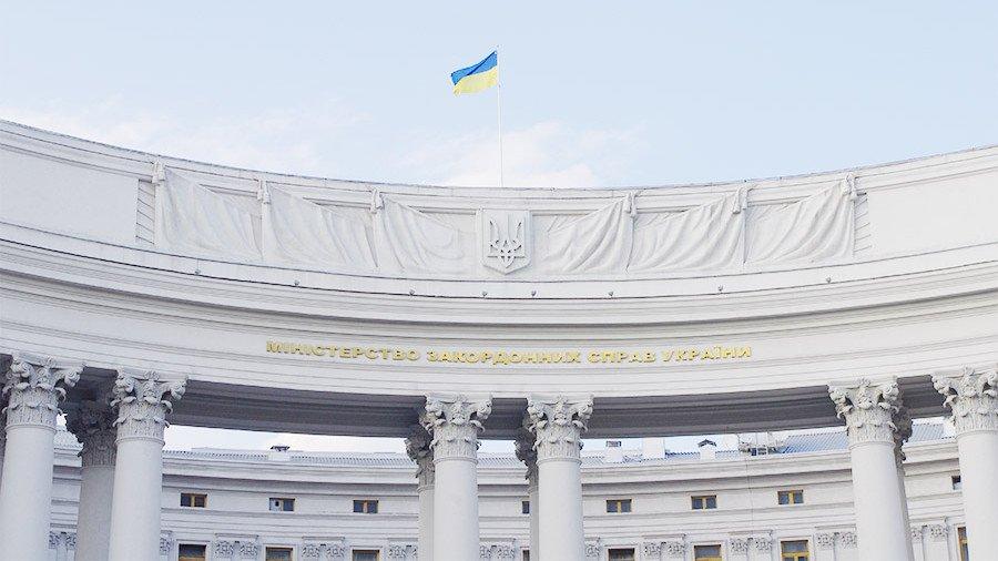 Украина намерена запретить выезжать в Россию по внутренним паспортам
