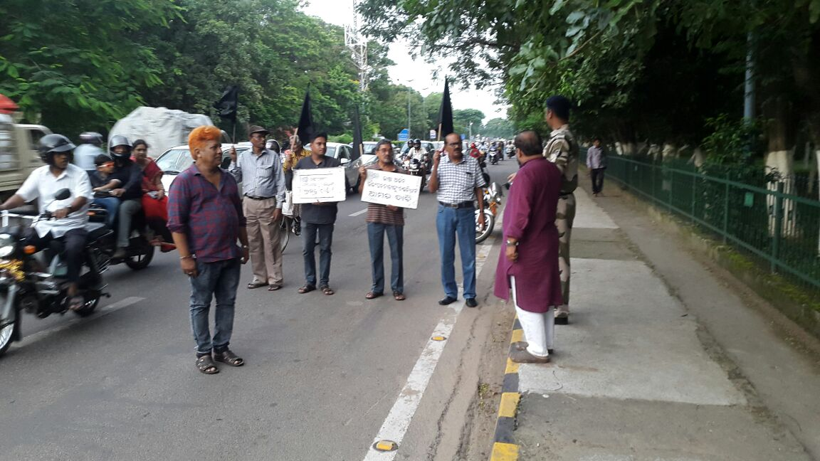 #OdiaBhasaAndolan on 547 days #BFM on 462 days,Oct 11 to run Estts works in Odia @rashtrapatibhvn ,@narendramodi @Naveen_Odisha @dpradhanbjp<br>http://pic.twitter.com/lqbcEG3Jg6