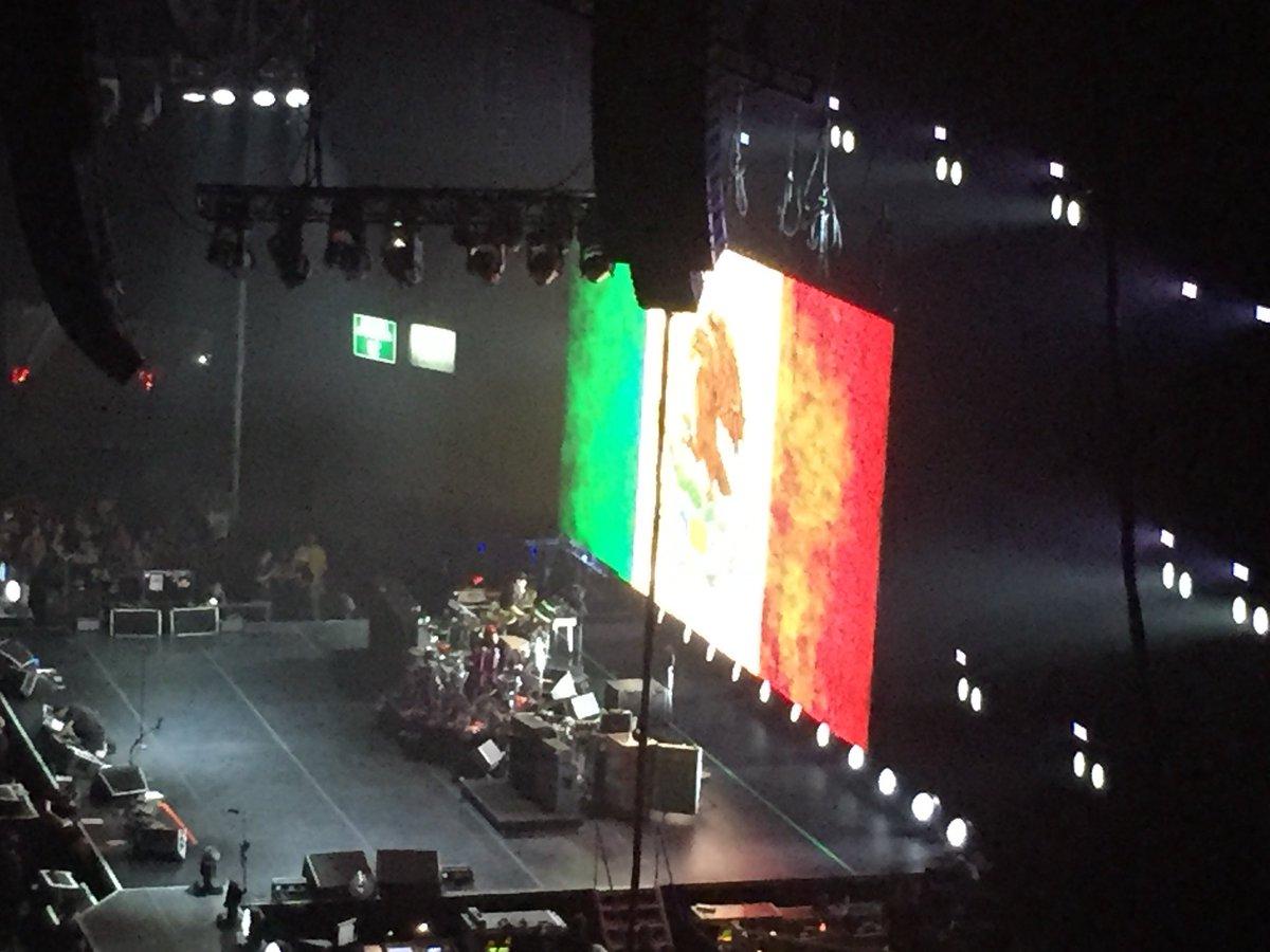 Red Hot Chili Peppers!!!! #RHCP #PalacioDeLosDeportes  #JuevesDeGanarSeguidores #SiguemeYTeSigo #MeSiGuEsTeSiGo   #FelizJueves <br>http://pic.twitter.com/QwFhccWPGh