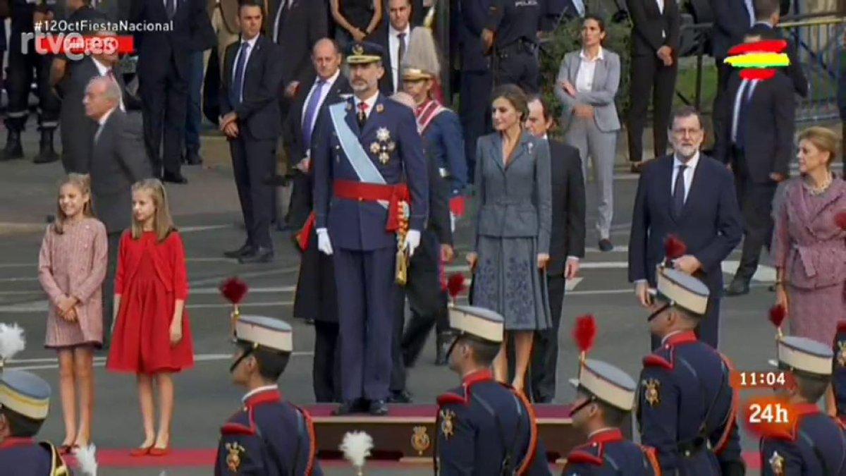 Así ha sonado el himno de España y las 21 salvas de honor https://t.co/yxDAHs5ftl  #12octFiestaNacional https://t.co/knA4ZqgTPD