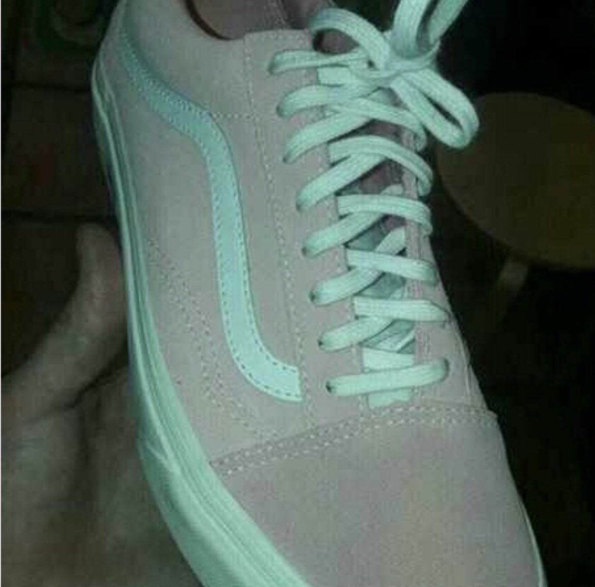So I'm sure we've all seen this by now.. what do you see? Grey & Green or Pink & White? I've seen both!