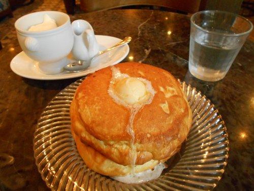 こちらも以前RTで観ていつかは行きたいと思っていた、有楽町のシクスバイオリエンタルホテルのパンケーキ…