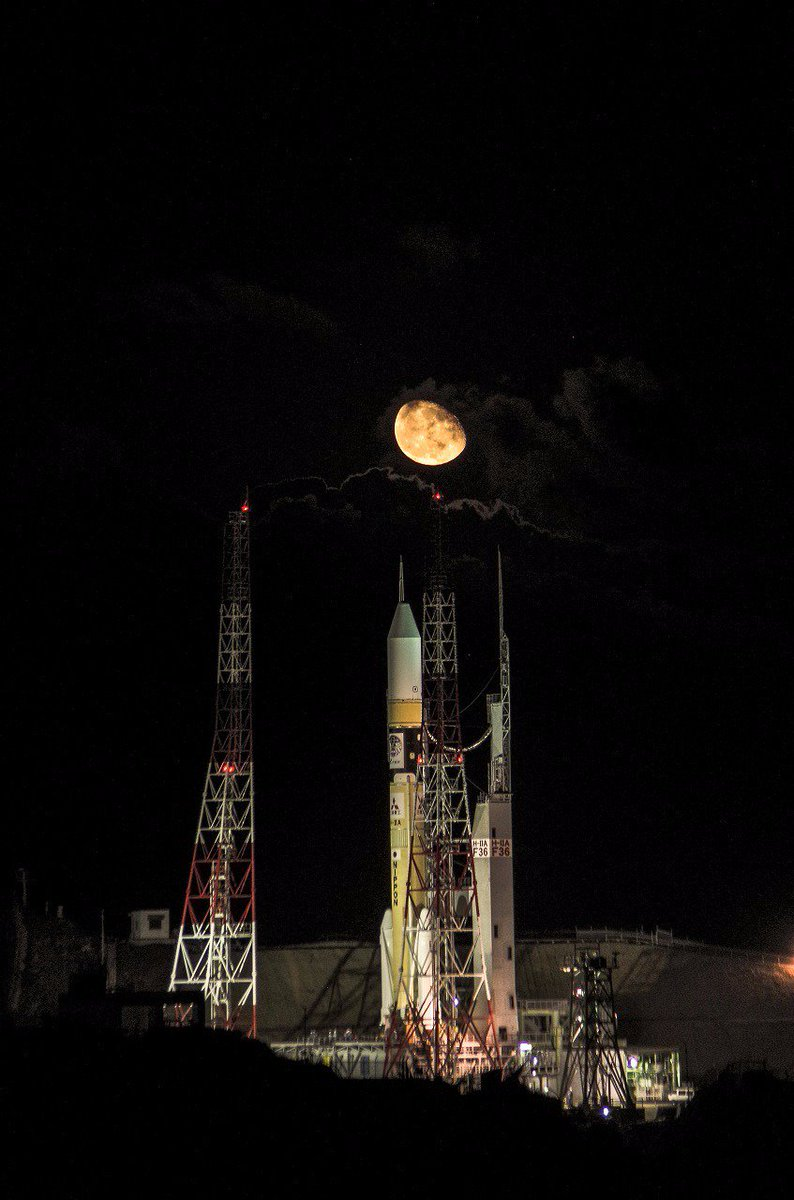 吉信第一射点のH-IIAとお月様のツーショット #H2A打ち上げ写真 #H2AF36 #QZS4 https://t.co/EiXB8ZkxVu