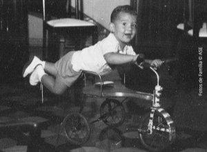 Ayrton Senna usava o triciclo de um jeit...