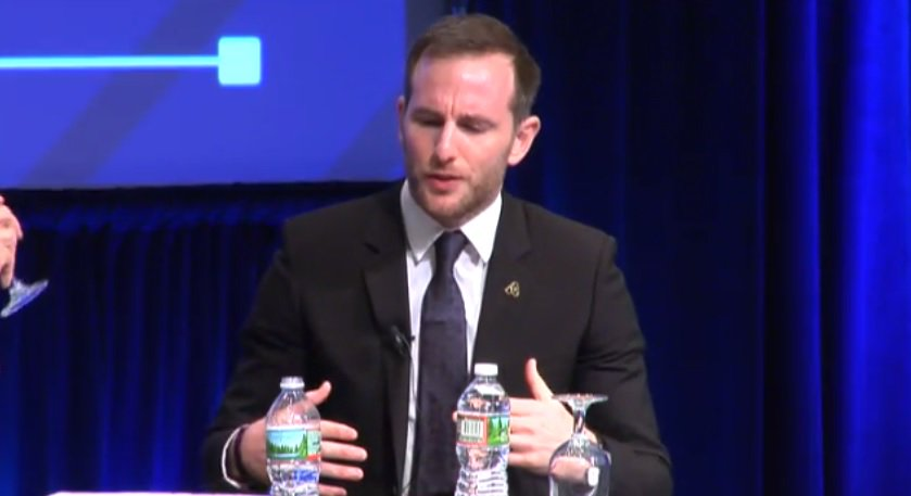 [Thread] @airbnb Co-founder &amp; Chief Product Officer @jgebbia talking about his company&#39;s Open Homes Prorgam. #DigitalDev #Refugees<br>http://pic.twitter.com/RoYfRghbW1
