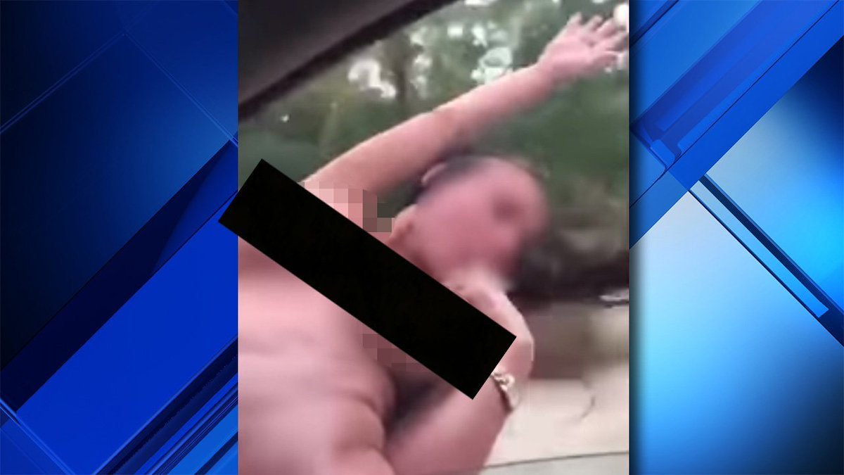 Naked woman hanging out of car window killed after smashing head on pole https://t.co/5ugddjm1Pw https://t.co/2tt5XCZnYo