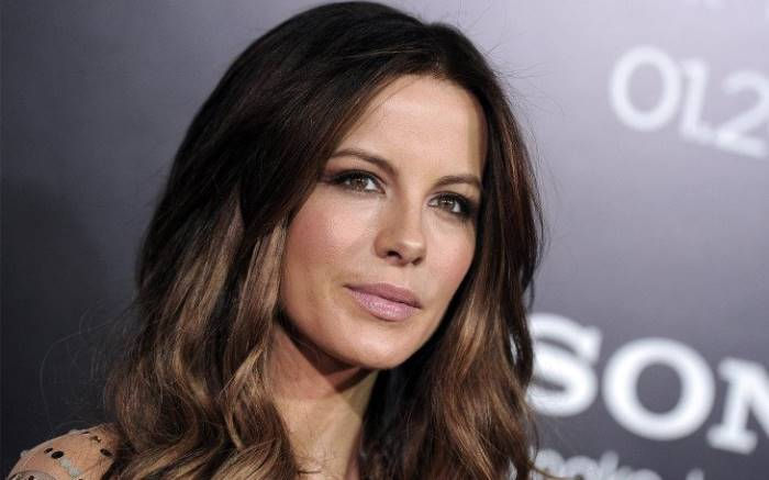 #Kate Beckinsale  says she was 17 when Weinstein made a sexual advance  The actress also sha  http://www. empowr.com/illimattic?p=C BP8Q &nbsp; … <br>http://pic.twitter.com/J3UYJOMFtT