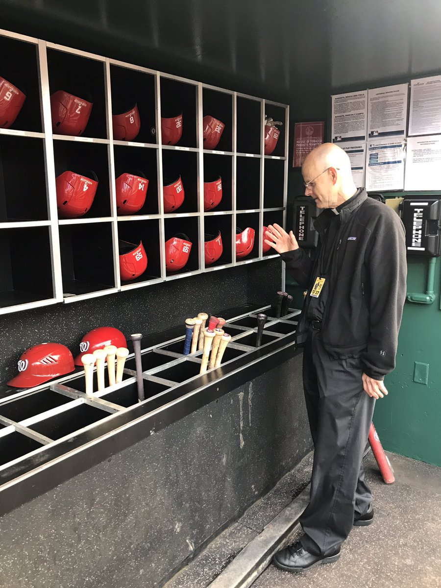 Pulling out all the stops #Nats priest Father Steve blessing the bats for Game 5 #Nats #Whateverittakes https://t.co/43osp1ZcQh