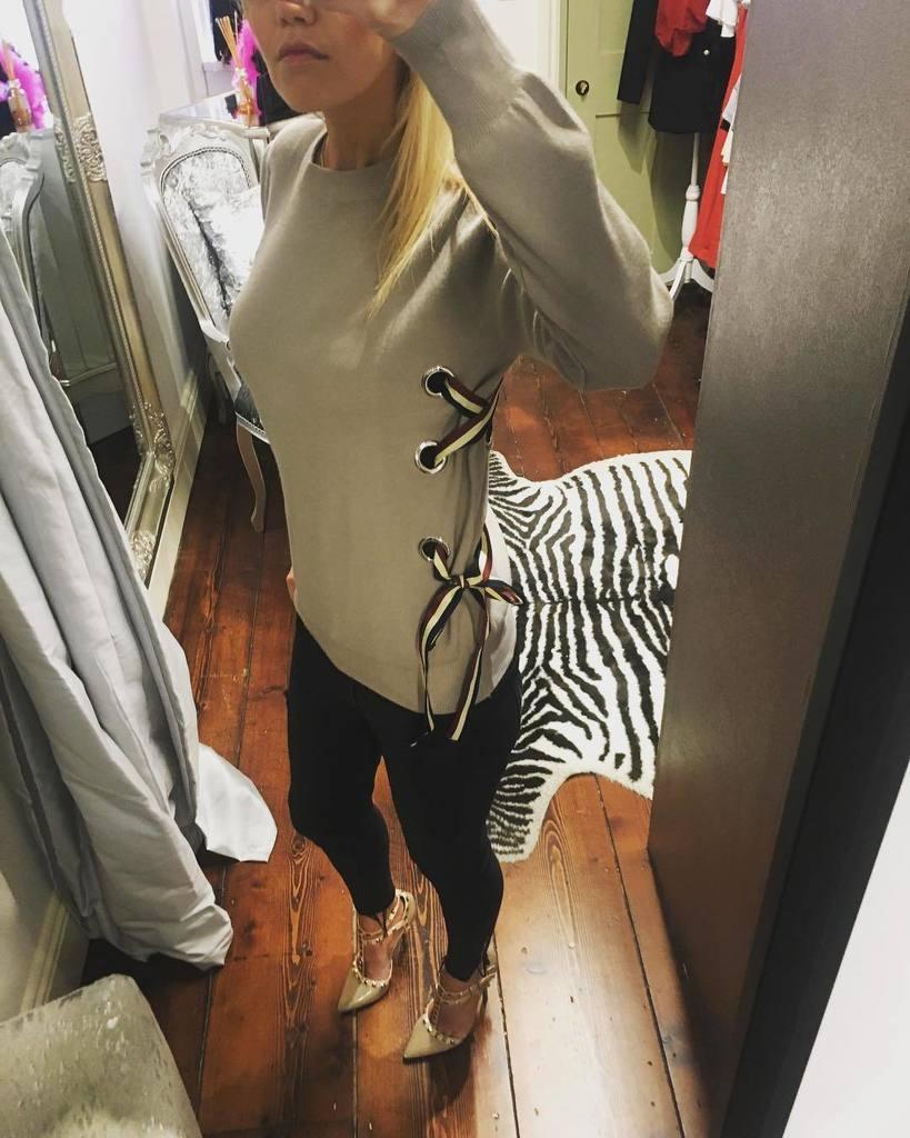 &quot;Side tie&quot; jumper in stone - #jumper #ladies #fashion #shop #instore #online #houseof925 #ownitwearitbossit #follo…  http:// ift.tt/2xBA2fP  &nbsp;  <br>http://pic.twitter.com/X672dRHng1