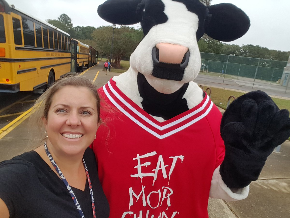 Selfie with Chick Fil A cow! Spirit night for Ocean Lakes ES! #oceanlakeses #love somechickfila @oceanlakeses