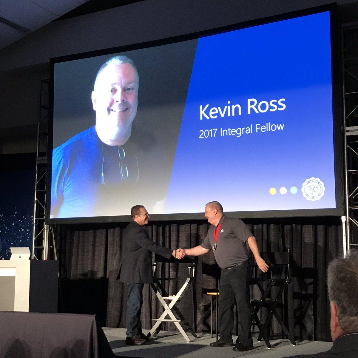 Congratulations to Kevin Ross ... The Microsoft Alumni Network 2017 Integral Fellow   #MSFTalum with @RichardJKaplan<br>http://pic.twitter.com/lVpo1RVjNt