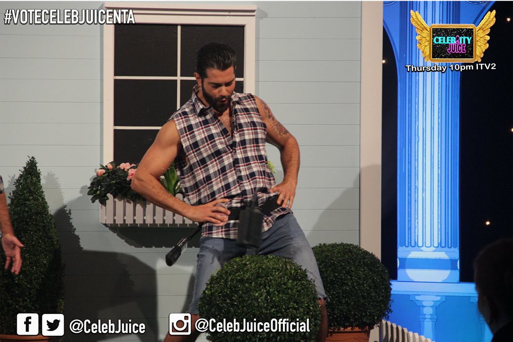 Would anyone out there let @jessemetcalfe water their bush? #celebjuice #gardeningbelt https://t.co/TS6p3G5mQe