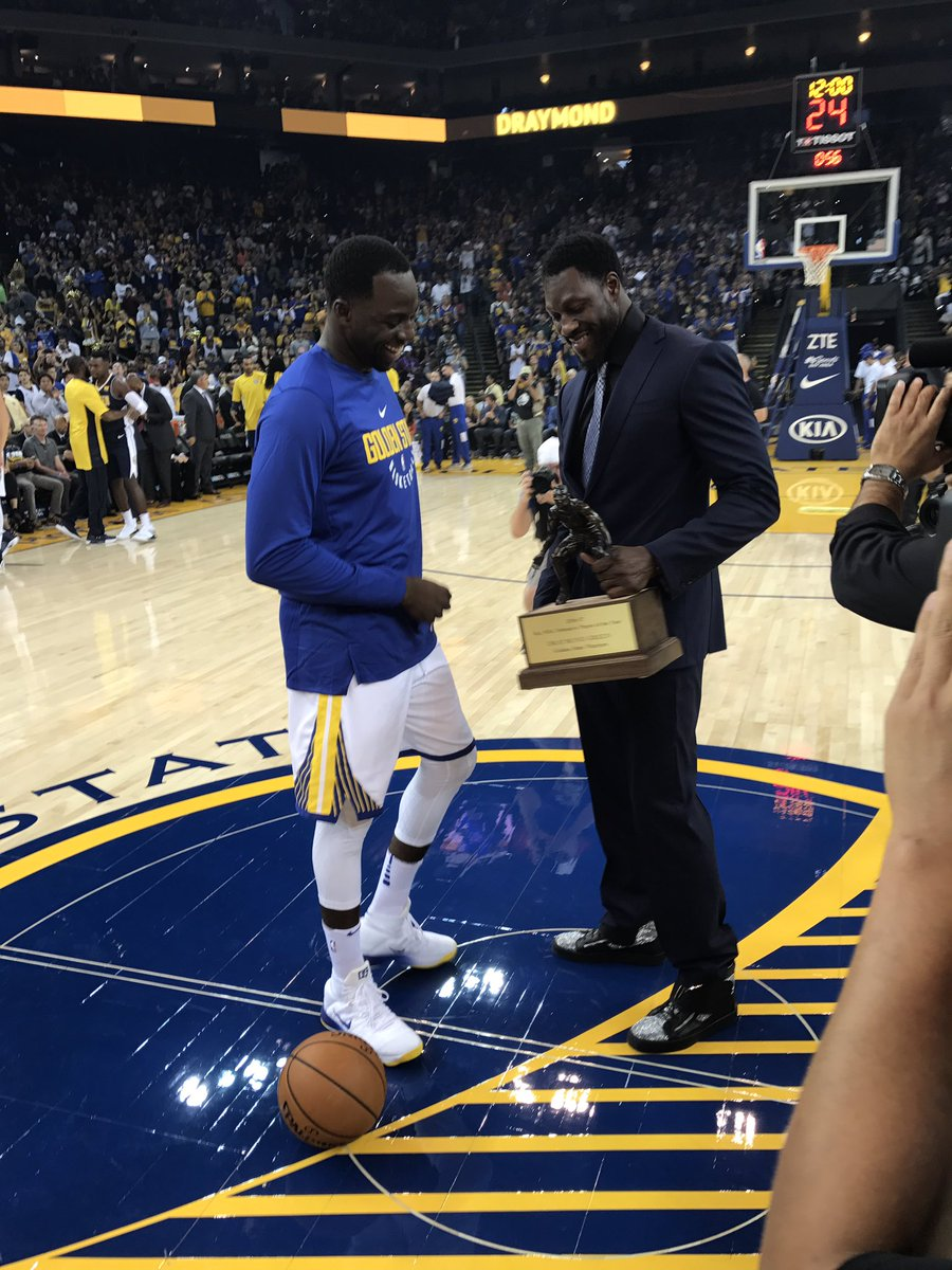 Ben Wallace presents @Money23Green with his 2016-17 NBA @Kia_Motors Defensive Player of the Year award 💪🏽🏆