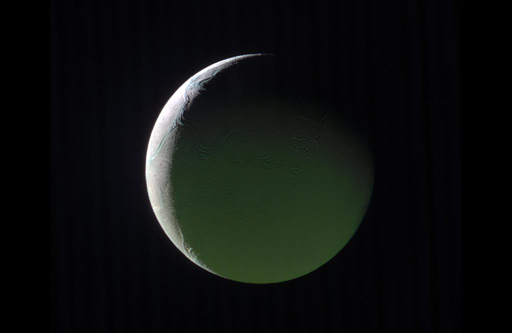 The brightly lit limb of a crescent Enceladus looks ethereal against the blackness of space. Get the details: https://t.co/cyysO9f28E