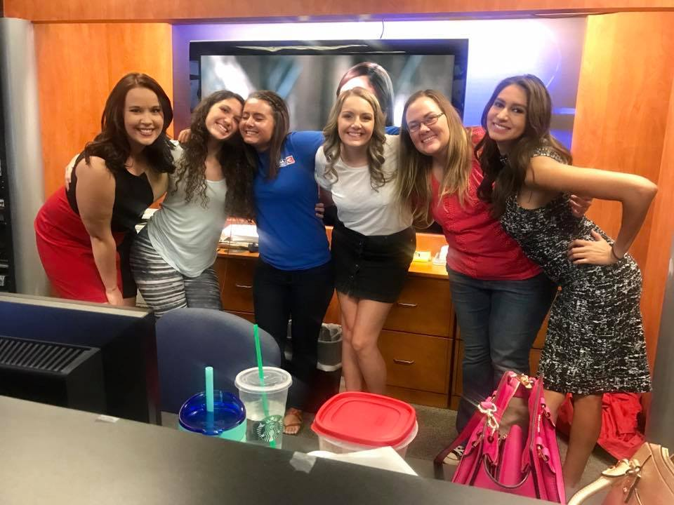 Chelsea Ambriz On Twitter Who Run The World Girls Girl Power In The Newsroom Tonight Jimmytreacy Who S Extremely Out Numbered