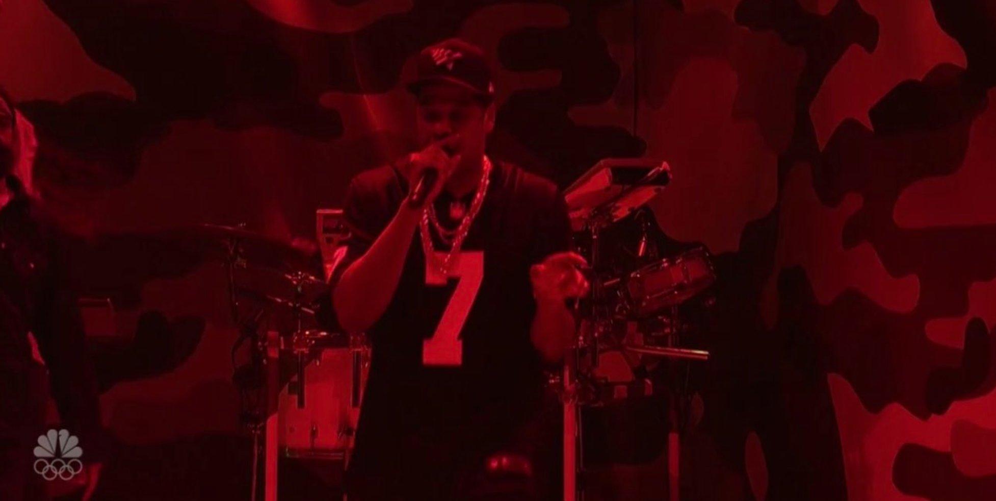 Jay Z rocking custom Kap jersey on #SNL �� https://t.co/GHAsz58KmS