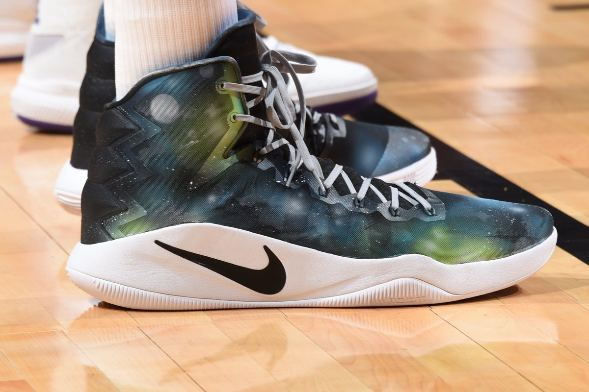 14b592ad4baf Karl-anthony towns in the custom nike hyperdunk 2016 by  kickstradomis  tonight vs. los angeles