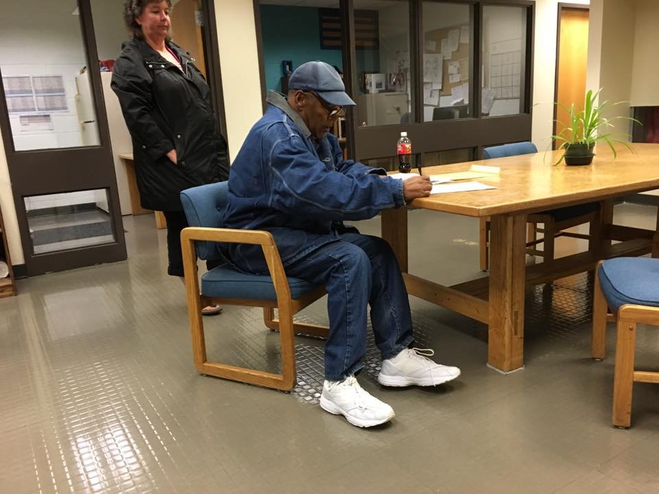 #BREAKINGNEWS OJ Simpson released on parole at 12:08am after 9 years in prison.