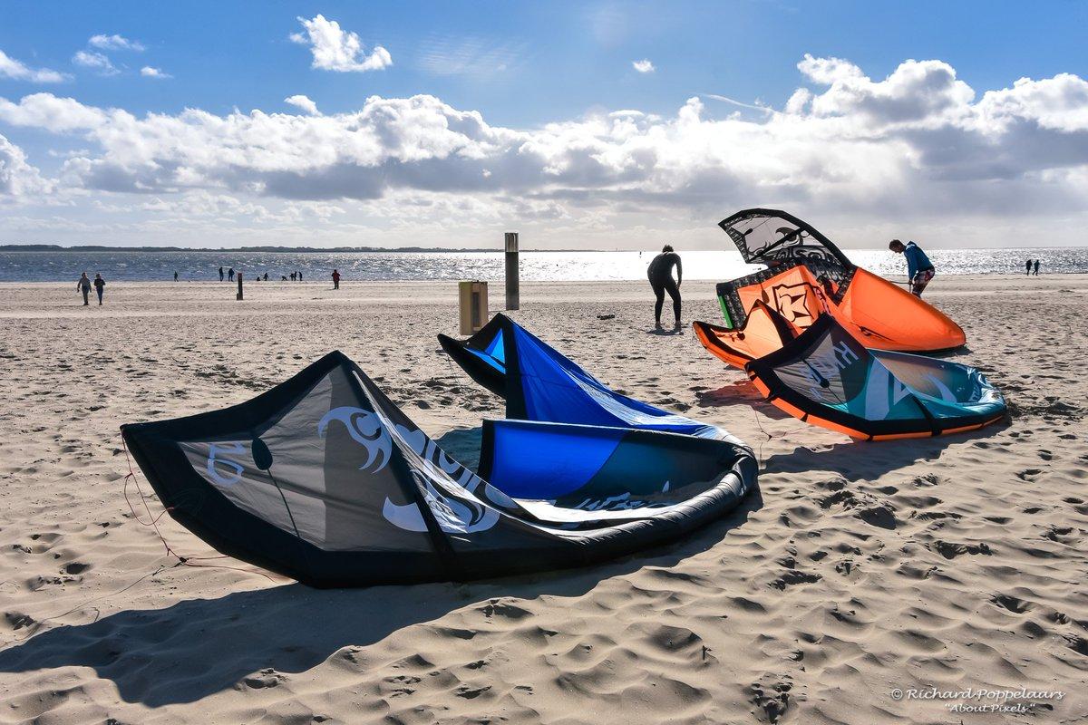 Met een sprong de maand oktober in @OPVoornePutten? Genoeg wind, zon, zee en #strand, de #herfst is heerlijk op dit mooie stukje Nederland!