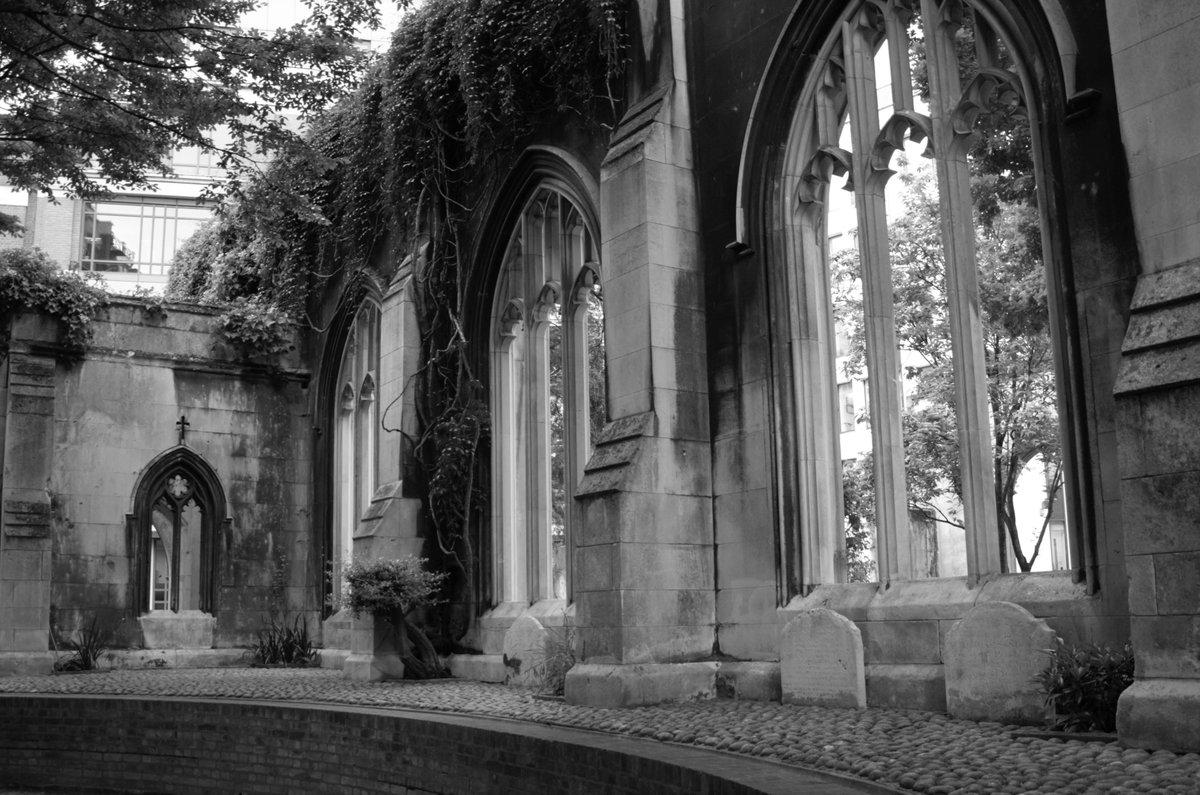 Gothic Church Ruins London Dark Blackandwhitephotography Darkcuriosity 2017 09 16 Secret Pictwitter FoQM2ZtyPl