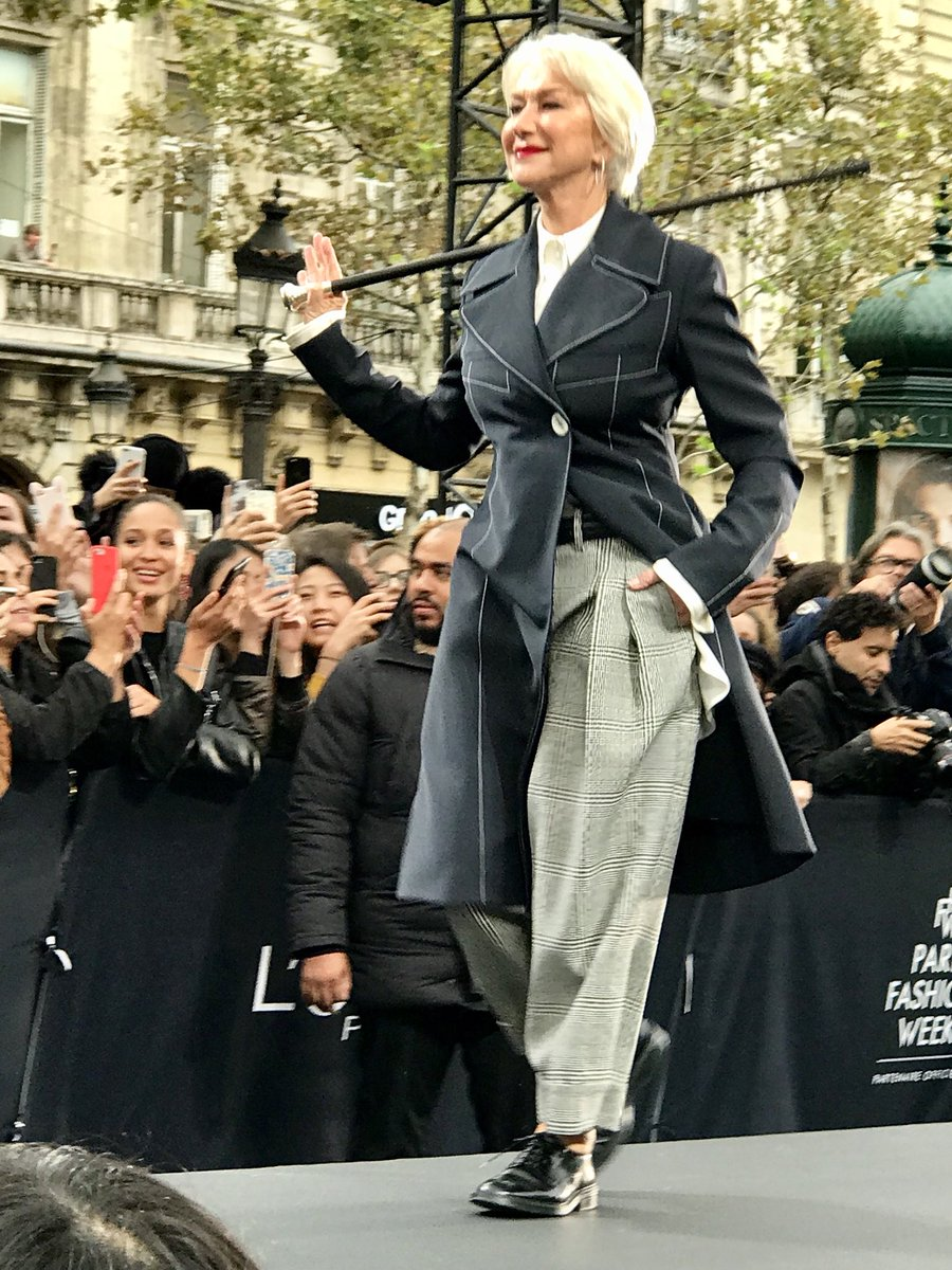 Helen Mirren, looking awesome, of course, on the #LOrealParis runway on the Champs-Elysees this afternoon ... #PFW