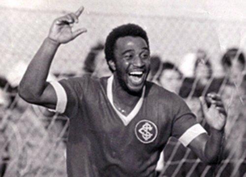 Tadeu Bauru, atacante colorado nos anos 70, faleceu nesta madrugada. Força aos familiares e amigos. 😢🙏