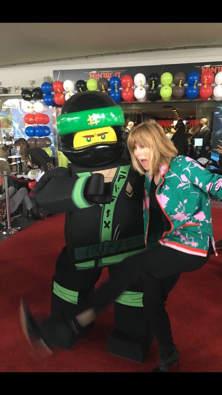 Having fun  at #LEGONINJAGOMovie premiere - go #greenninja !! https://t.co/uO7HANdMHz