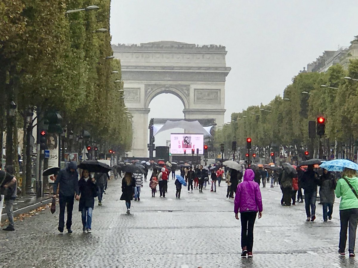 Today is a car-free day in Paris - #ParisSansVoiture. Uber and taxis only.  So strange to see no cars on the Champs-Elysees. #RainyParisDay