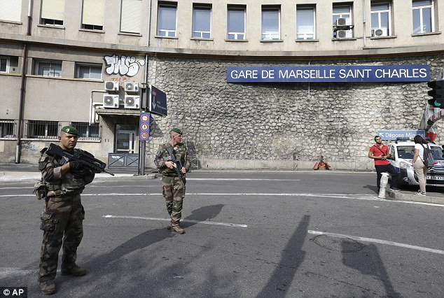 Knifeman shouting 'Allahu akbar' slit a woman's throat and stabbed another to death at Marseilles station https://t.co/jGKGxxz7Hz