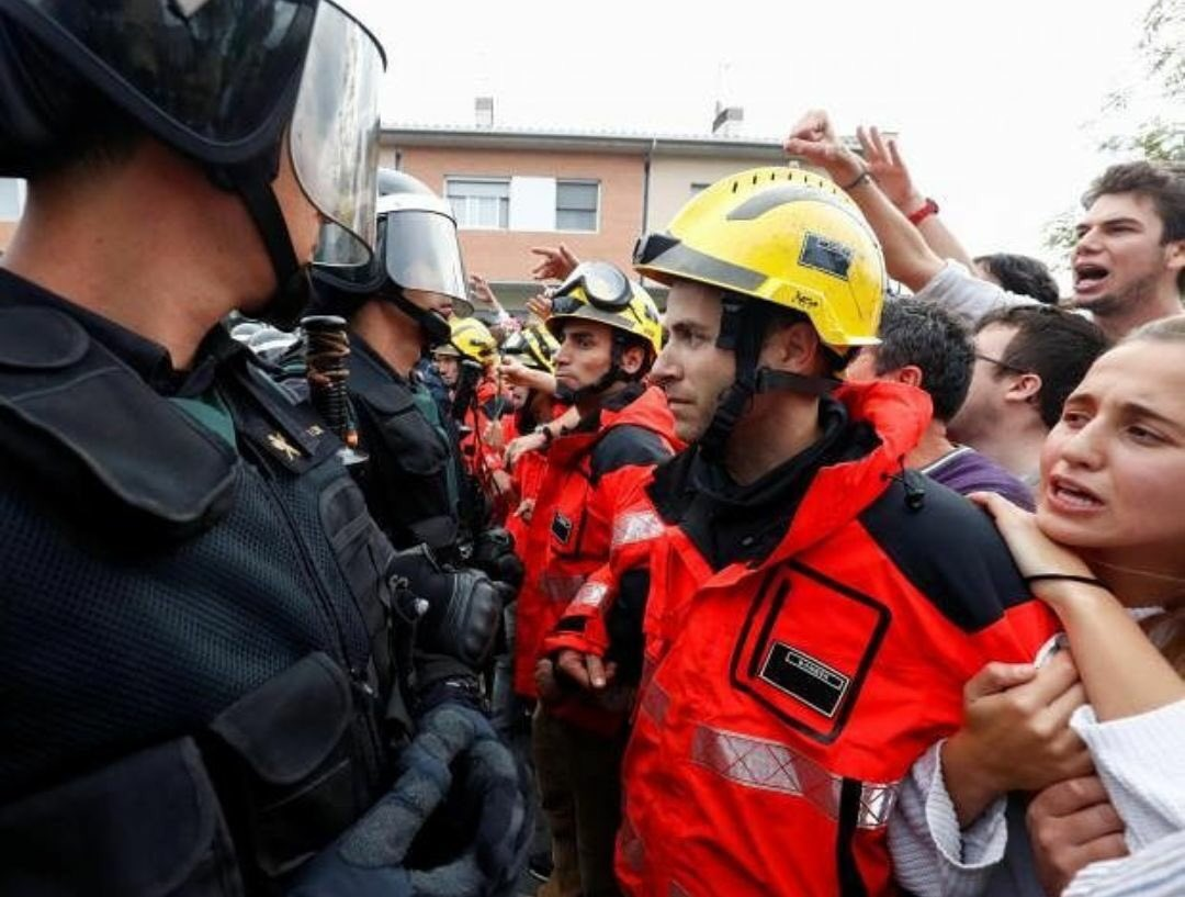 Catalan Firefighters defend their people...