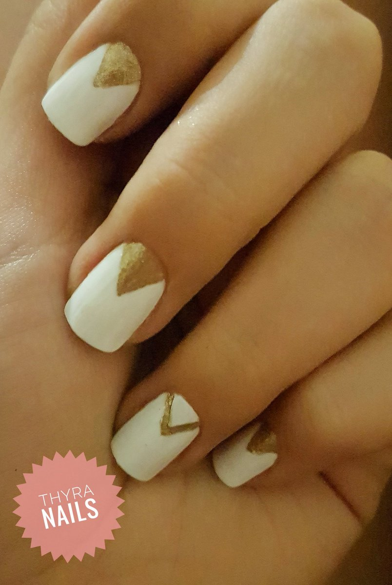 Thyra Nails Auf Twitter Diseño De Uñas Blancas Con Dorado