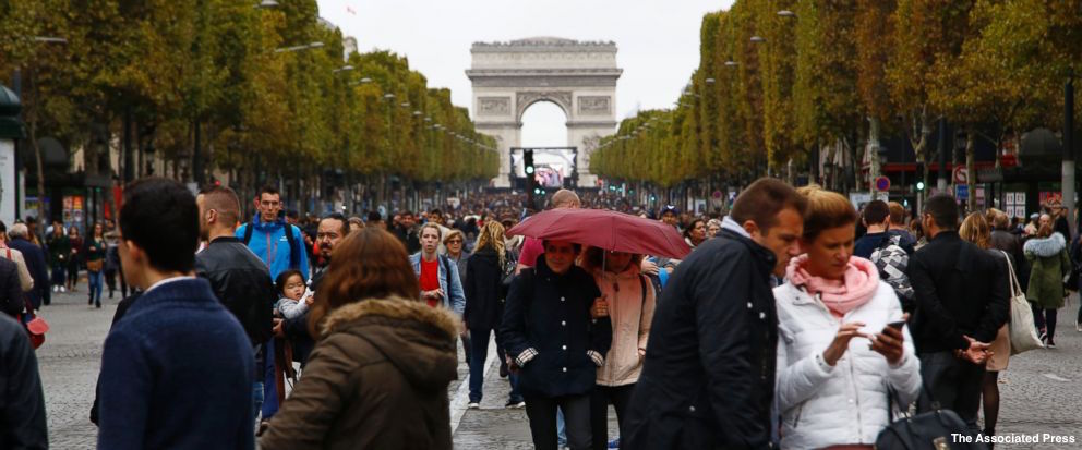 Forrest Smith On Twitter ABC Nice Headline Only Not True I Live In The Center Of Paris And There Were Still Plenty Non Essential Cars Road