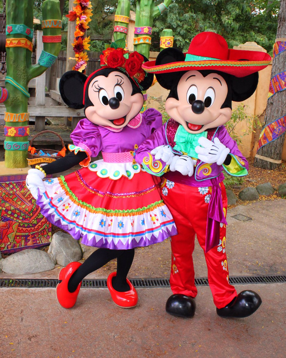 New Mexican Outfits For Mickey And Minnie Mouse This Season At Disneylandparis Pic Twitter Fppensvmtb