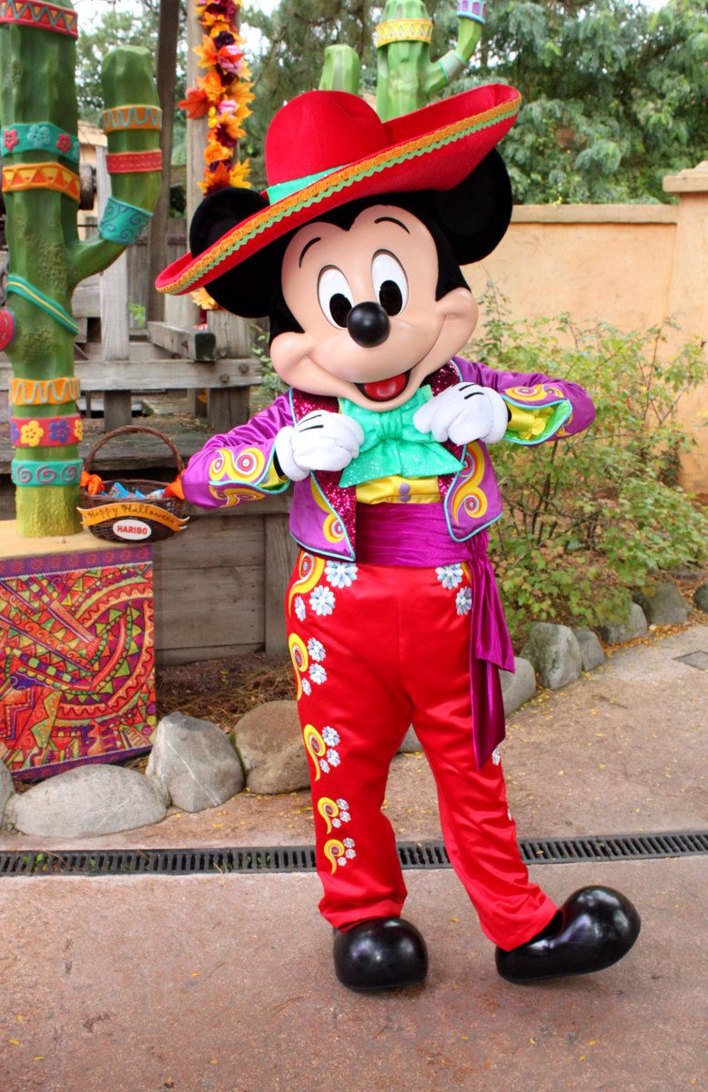 Charactersphotosblog On Twitter New Mexican Outfits For Mickey And Minnie Mouse This Season At Disneylandparis